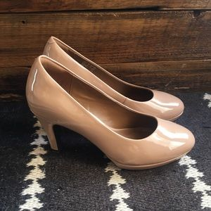Clarks Shoes - CLARKS Brier Dolly Platform Pumps - Nude